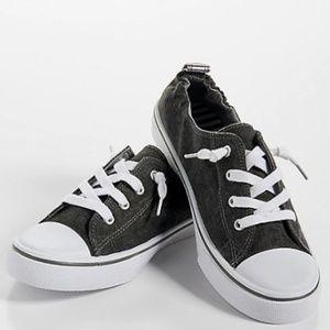 Sneakers: scrunch back slip on